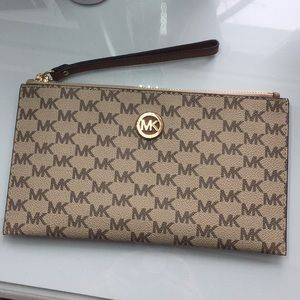 Handbags - Michael Kors wristlet
